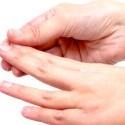 指のひび割れ原因は?対策とおすすめのケアクリームは?